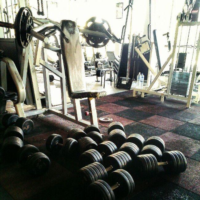 I think Jay Cutler was here... Dayumson Shiteverywhere Whateverfcuk 3bucksApop gym Wellness Fitness tidyupyoshitSon AsweatAday gympigs