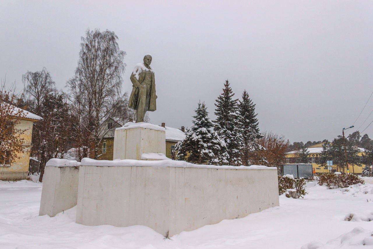 Lenin monument in the center of town. November 7, 2016 Cold Temperature Lenin Maksatiha Maksatiha Maksatikha Monument Nature No People Outdoors Russia Snow Town Square Tree Winter Winter