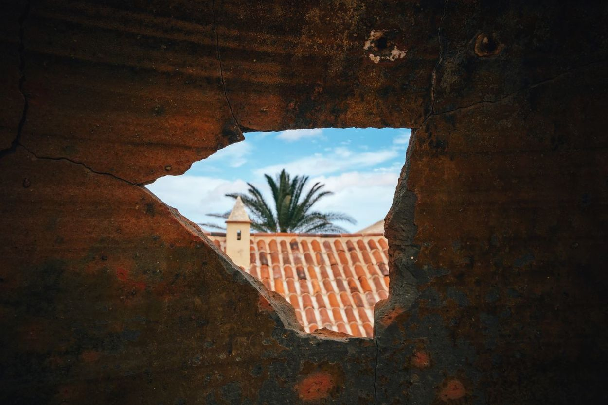 Crack Window Architecture Built Structure No People Building Exterior Tree Sky Live For The Story Holiday POV The Great Outdoors - 2017 EyeEm Awards Palm Tree Nature Fuerteventura Canary Islands La Oliva Landscape Crack Hole Peep Hole Cracked View From The Window... Palm Trees Palm Leaf Travel Destinations Different Perspective
