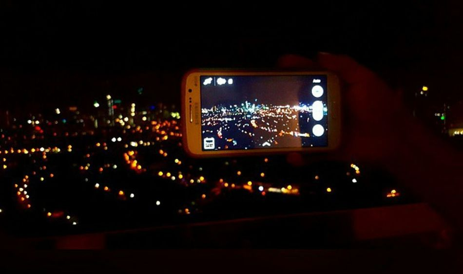 City lights 🌃 Taking Photos Of People Taking Photos Cityscapes City Lights Nightphotography