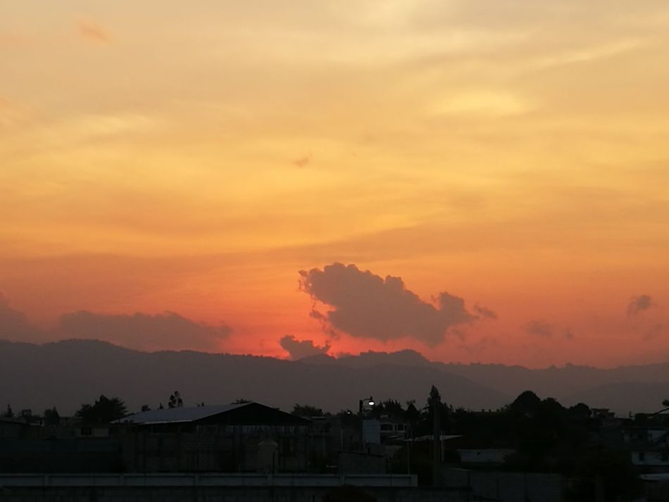 Sunset beuty in Quetzaltenango!! Summer is here!!! Sunset Sky Dramatic Sky Nature Urban Skyline Beuty Of Nature Beutiful Sunset !! Sunset_collection sunset #sun #clouds #skylovers #sky #nature #beautifulinnature #naturalbeauty photography landscape Sunsetlover Sunset_captures Sunsetphotographs Sunset Colors Sunset_pics Quetzaltenango Atardecer Espectacular