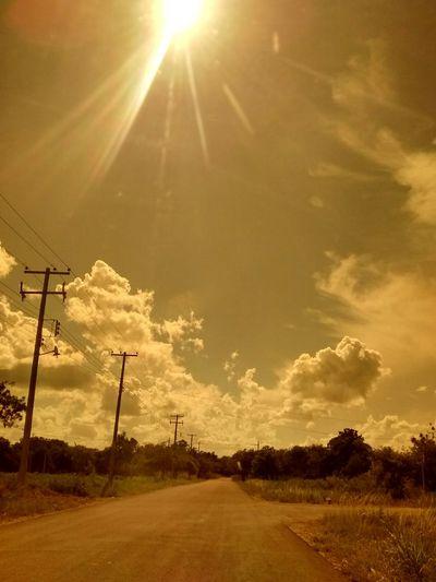 El efecto que uno puede crear con lentes para sol 😸 Taking Photos Hello World Motog Mexico Streamzoofamily Sunset #sun #clouds #skylovers #sky #nature #beautifulinnature #naturalbeauty #photography #landscape