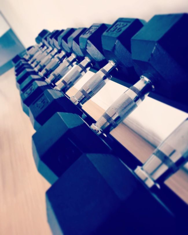 Dumbbell rowing~💪🏻 Dumbbells GymLife Workout Healthy Life Fit Cardio Build Up Strong