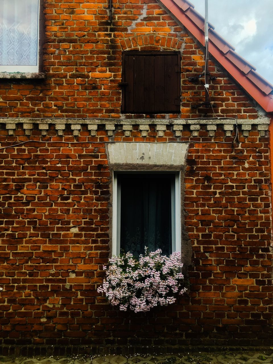 brick wall, architecture, built structure, building exterior, window, no people, outdoors, day, nature