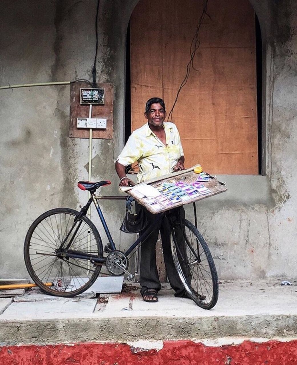 bicycle, full length, mid adult, mode of transport, transportation, one person, day, stationary, sitting, building exterior, flower, outdoors, adult, people