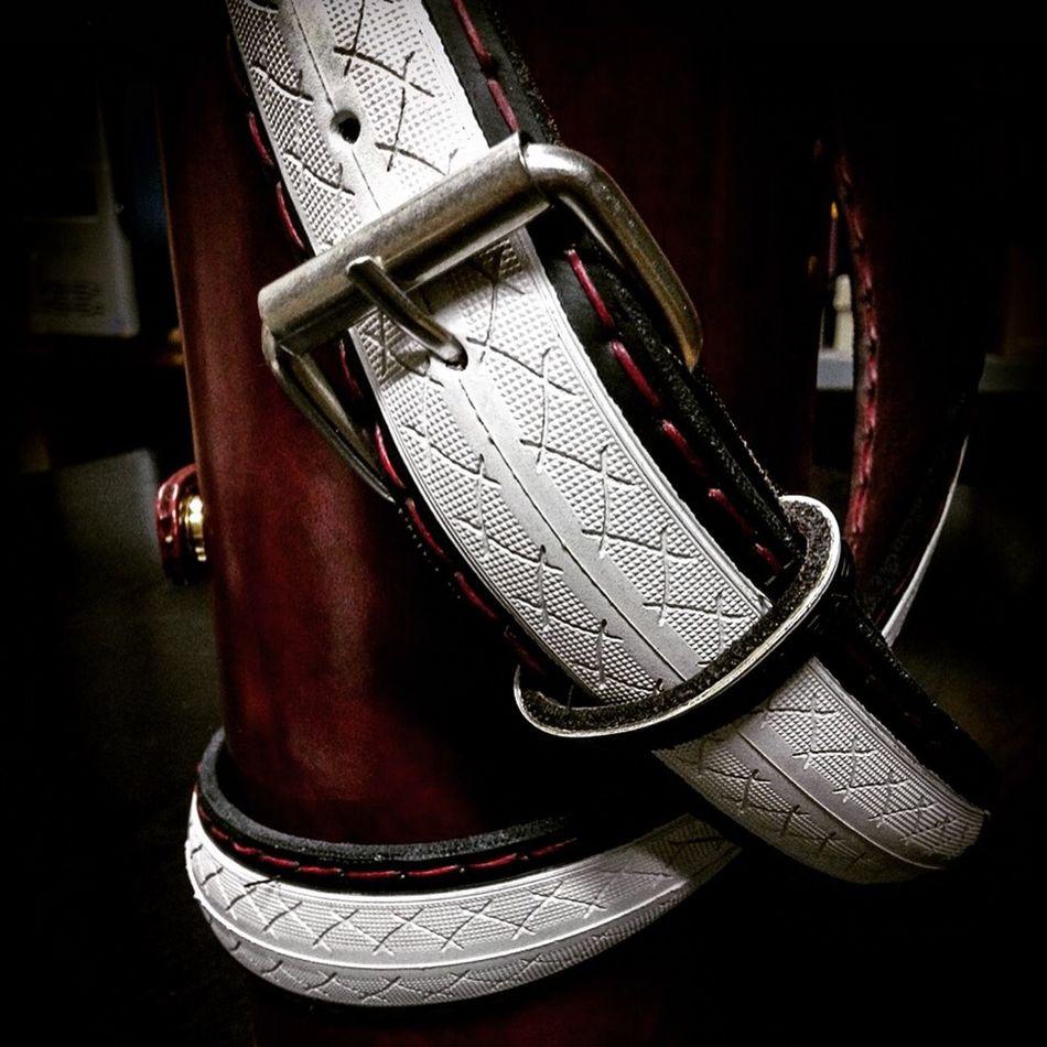 www.rakhorcycles.com cinturón de cuero y cubierta de bicicleta hecho a mano. Handbuilt Leather & Bicycle tire Belt Hecho A Mano  Cinturon Fashion Complementos Rakhor Artesania Cuero Complemento Bici Leather Handbuilt