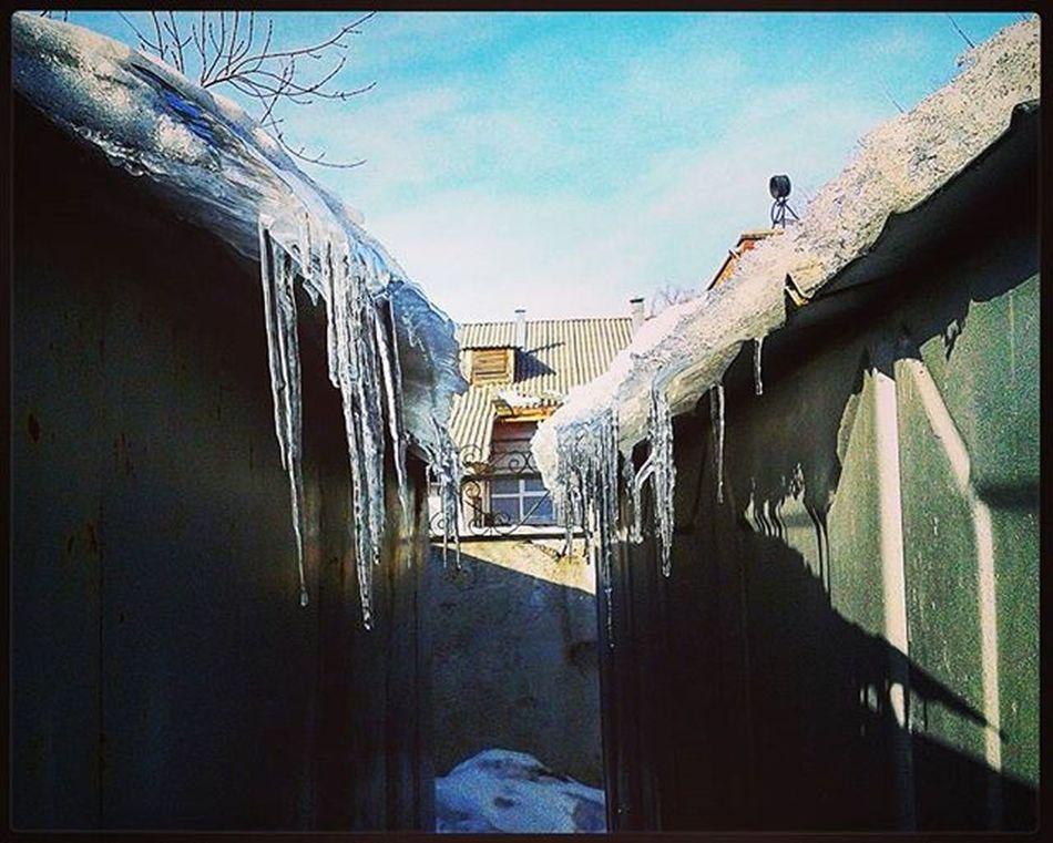 омск сибирь весна сосульки гараж март Omsk Siberia Spring Garage Icicle March