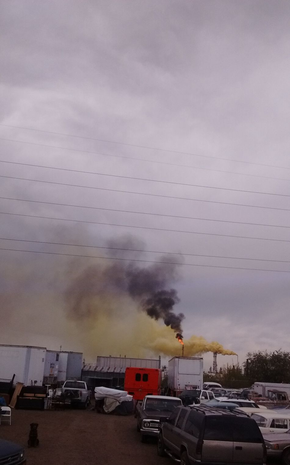"2016 Suncore Refinery ""Yellow Plume"" Commerce City, Colorado ENVIRONMENTAL HAZARD as it was happening. 911 Air Polution Cloud - Sky Day Denver Colorado  Emergency Epa Gas Maskin It Up HAZMAT Cleanup Help Helpp!! Nature Outdoors Pollution In My World Service Animals Sky Standards Sulfer Transportation"