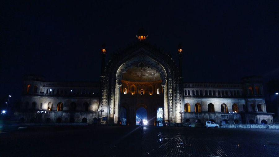 Rumi Darwaza, the 60 feet high gate built by the third #Nawab of #Lucknow, Nawab Asaf-ud-Daula is considered an architectural marvel. It is believed to be identical to an old gate in Istanbul called Bab-iHümayun, and so is also sometimes referred to as #Turkish Gate. The architectural style of the Rumi Darwaza is an example of #Awadhi #architecture and is completely in sync with the Nawabi architecture of Lucknow Adjacent to the #Asafi #Imambara or #Bara Imambara has become a logo for the city of Lucknow. It used to mark the entrance to Old Lucknow City, but as the city expanded it was later used as an entrance to a palace which was later demolished by the British insurgents. I prefer visiting this place in the evening just before the sunset. So that I can experience it in daylight as well as when it is beautifully lit up! #lucknow #lucknowdiaries #traveldaries #lucknowhistory #uttarpradeshtourism #lucknowspecial #lucknowphotography #lucknowtourism #lucknownawabs #cityofnawabs #puneinstagrammers Nawab Lucknow, Turkish Architecture Awadhi Asafi Imambara Bara Lucknowdiaries Lucknowhistory Uttarpradeshtourism Lucknow Traveldaries Lucknowspecial Lucknowphotography Lucknowtourism Lucknownawabs Cityofnawabs Puneinstagrammers Cityscape Lights