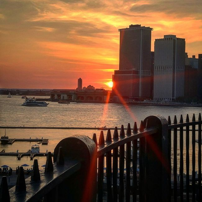 Enjoying The Sun Walking Around Excercising Relaxing Downtown Brooklyn Sunset NYC Photography Brooklyn Smartphonephotography Brooklynpromenade