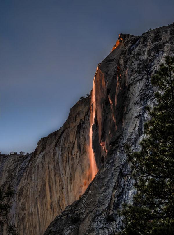 Yosemite National Park Yosemite Waterfall Fire Fall Glowing Water Glowing Waterfall Horsetail Falls Natural Phenomena Natural Phenomenon Red Water Waterfall Mountain Mountains Glow Glowing Glowing Water Eerie Glow Red Glow RED LINE