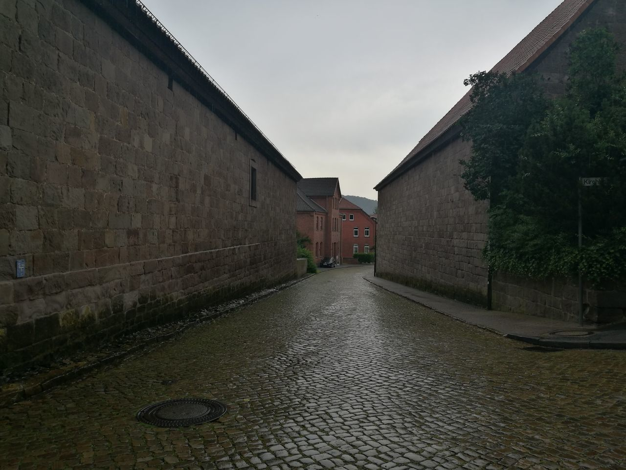 architecture, building exterior, built structure, cobblestone, outdoors, no people, day, sky, city