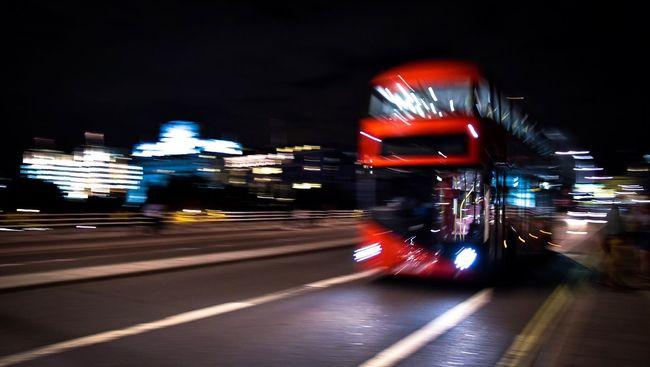 The night bus Blurred Motion Night Illuminated Speed Motion Transportation Street Mode Of Transport Bus Light Trail Red Bus London Lifestyle London London Bus City Life Capturing Motion Night Lights Nightphotography Night Bus