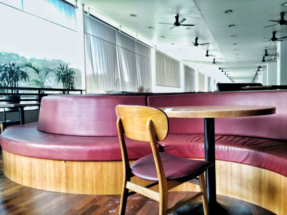 Chair Seat No People Indoors  Day Red Sofa Sofa Cafe Cafe Time Restaurant Restaurants Rest Resting Empty Empty Places Empty Chair Empty Seat Curve