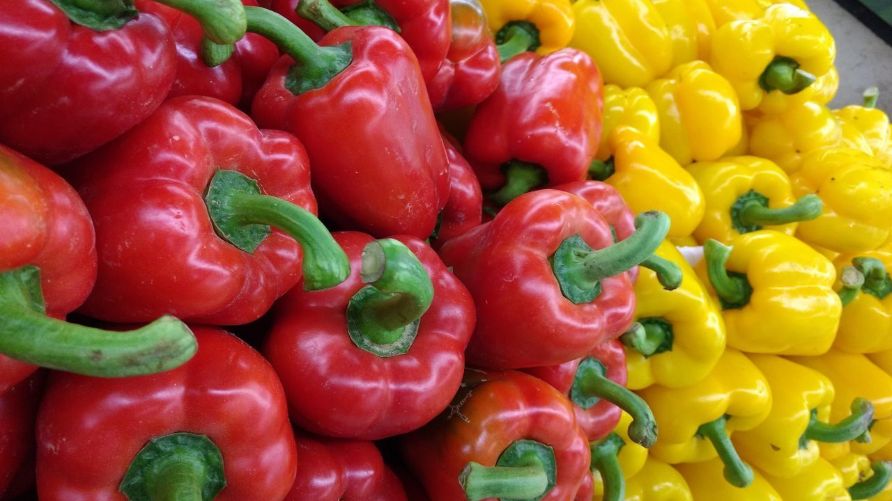 Red Freshness Food Healthy Eating Bell Pepper Vegetable Red Bell Pepper Yellow Close-up Backgrounds Yellow Bell Pepper