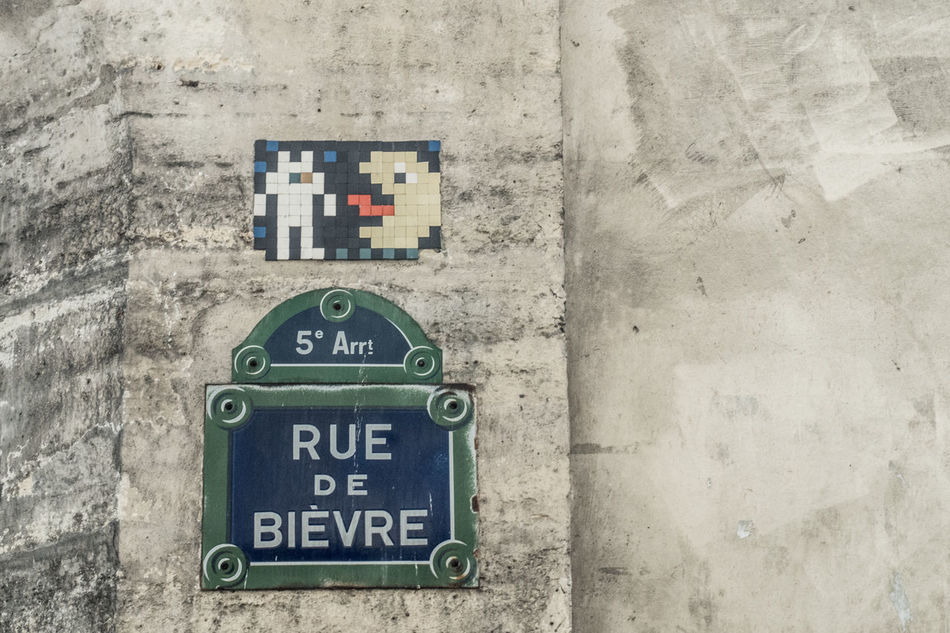 Pixel art Pacman above a street sign in Paris Close-up Corner Day Dirty No People Outdoors Pacman Paris Pixel Pixel Art Rue Sign Stained Street Art Streetphotography Texture Video Games