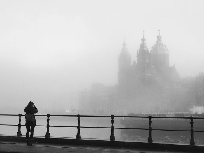 Beautiful city! #amsterdam #streetphotos #goodmorning #instagood #instapic #photography #vatpwalkphotography Vatpwalk Patricia Rodriguez Moreno Photography Amazing Vatpwalkphotography Real People Fog Railing Built Structure Architecture Building Exterior Standing Travel Destinations Day River Women Lifestyles Place Of Worship Water