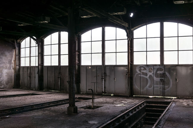 Abondoned Abondoned Places Architecture Building Built Structure Deterioration Doors Empty Engine Shed Fenster Forgotten Forgotten Places  Hall Halle  Lokschuppen No People Run-down Schuppen Shed Türen Windows