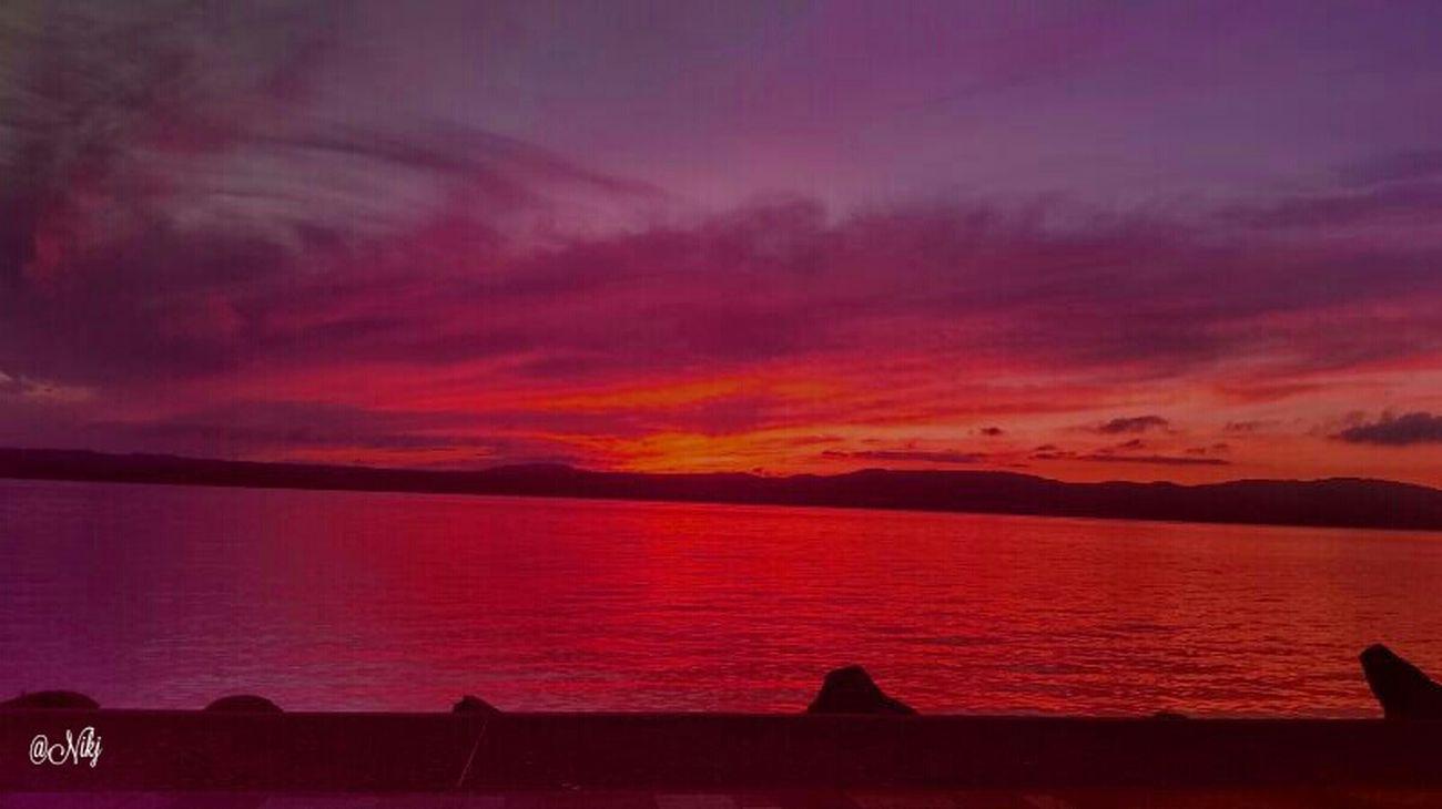 Fotografia Sunrise_sunsets_aroundworld Tramonti__italiani a:10706975] Sunset #sun #clouds #skylovers #sky #nature #beautifulinnature #naturalbeauty Photography Landscape ?