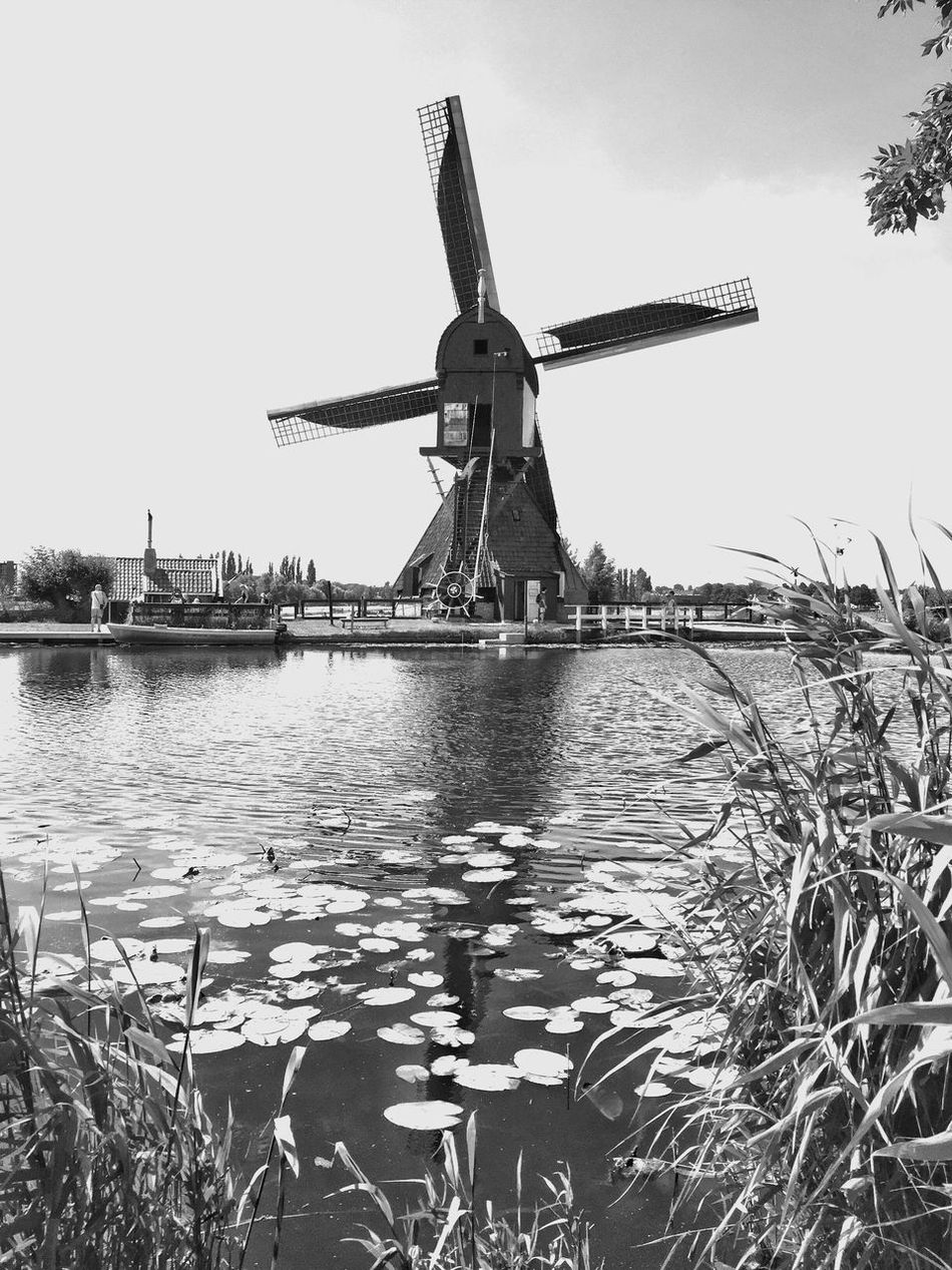 De l'eau à mon moulin ... et surtout du vent ! Bnw_friday_eyeemchallenge Energy Nature Windmill Outdoors Blackandwhite Photography Beauty In Nature Bnw_energy