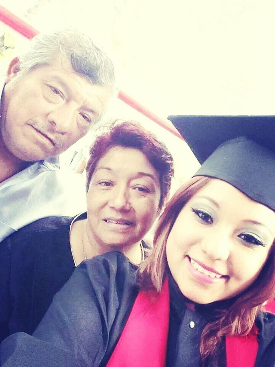 Ceremonia de egreso, gracias a ellos, mis padres eh llegado hasta aqui y es lo mejor del mundo los amo♡