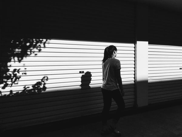 《shadow》 By iPod touch 6|拍自己想拍的 Street Monochrome Black & White People Working Sunmmer Streetphotography City China EyeEm China Shadow Simple Photography White PhonePhotography IPhone Photography Sunshine