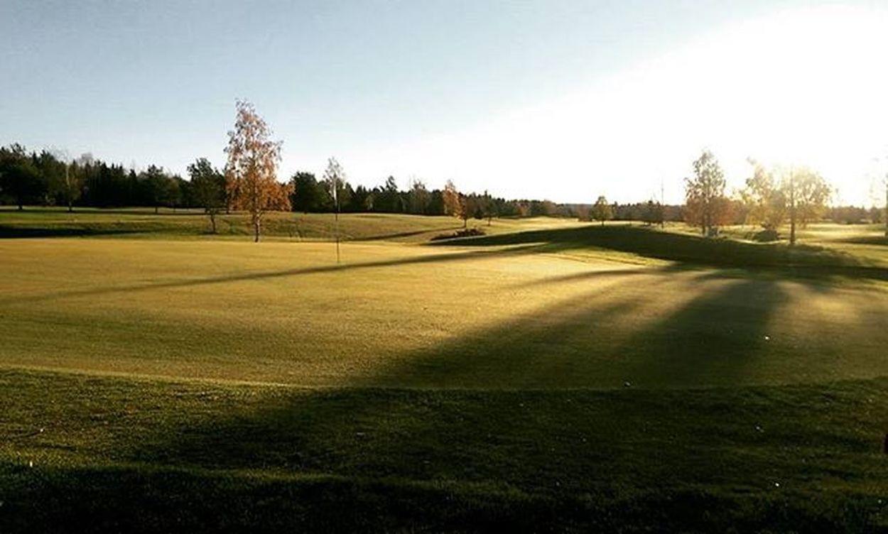 The green love Golfers Golfer Golfing Golf Golfcourse Golfpictures Morning Fall Fairway Golftee Nikegolf Titleistgolf Ilovethisgame Norwegiangolfcourse Norskgolf Høst Nesgk
