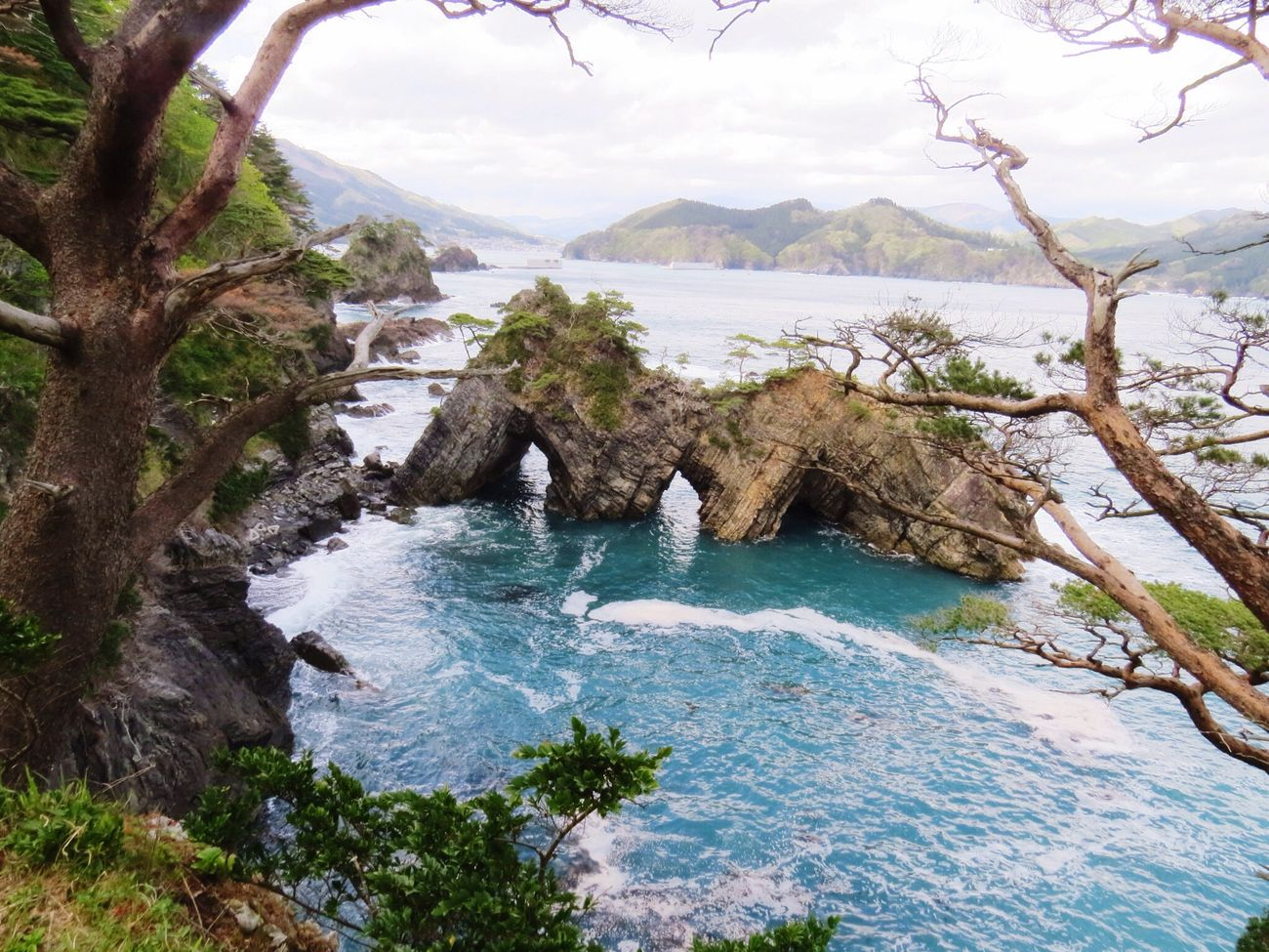Travel Photography Travel Destinations Japan Iwate Oofunato 大船渡 碁石海岸 Goisi-Kaigsn(coast) Beauty In Nature Nature Seaside Sea Tranquil Scene Crag Rock 穴通磯(ANA TOSHI ISO)。