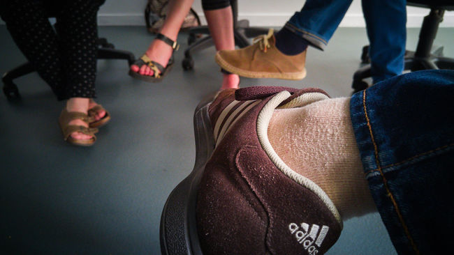 ¿Y vosotros... qué opinais de todo esto?? - And... What do you thing about this?? At Work Eneltrabajo Shoes Zapatos Mobile Photography LG G4 Lg G4 Photography Verano Relaxing Enjoying Life