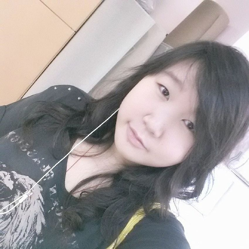 Duty Free Chinese Girl hair face fugly meh earphones black shirt yellow bag