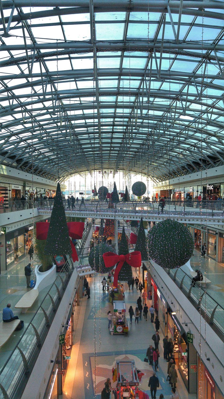 Large Group Of People Christmas Lights Christmas Decorations Garedooriente