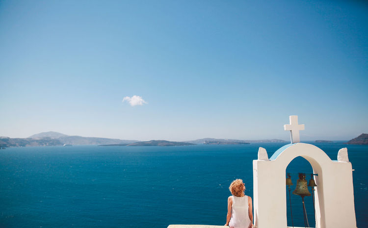Blonde Built Structure Curly Girl Greece Hair People Of The Oceans Island Leisure Activity People And Places Mountain The Magic Mission The Great Outdoors - 2016 EyeEm Awards Santorini Scenics Sitting Sky Summer Tranquil Scene Tranquility Vacation The Following Water Original Experiences Feel The Journey The Secret Spaces Break The Mold TCPM Breathing Space Been There. Lost In The Landscape Connected By Travel An Eye For Travel Love Yourself