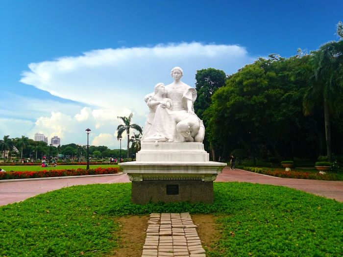 White Statue Rizal Park Luneta Park Manila, Philippines EyeEm Best Edits Eyeem Philippines Street Photography Mobile Photography Sony Xperia Photography. Happy