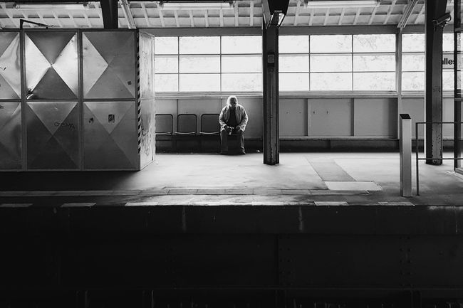 Berlin Lonely Waiting Station Traveling Train Station Train Tube Blackandwhite