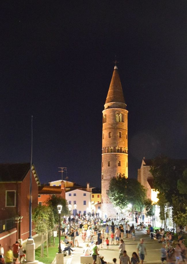 Caorle Caorle Italy Caorlenelcuore Veneto Italy Campanile Torre Piazza Notte Large Group Of People