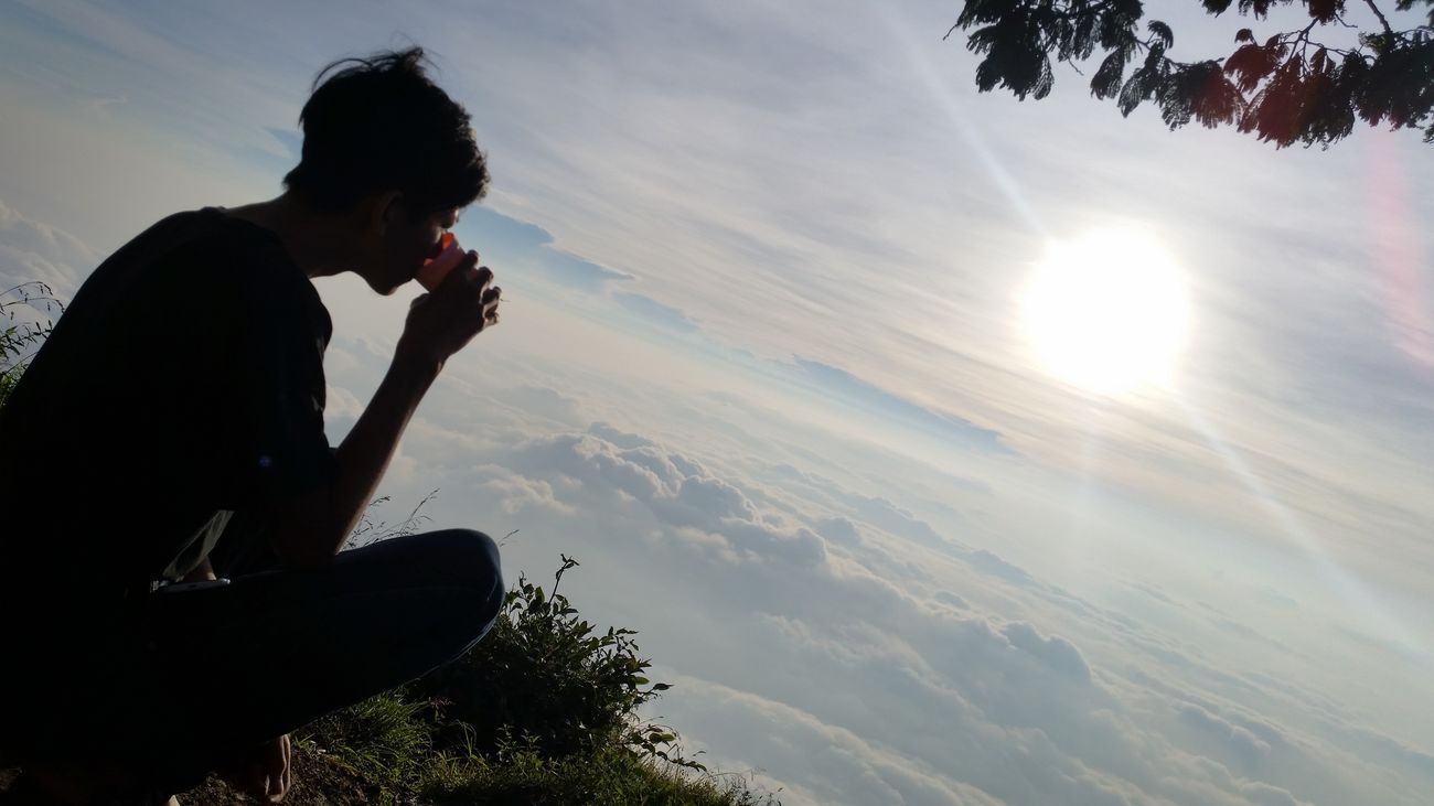 Enjoy the sunrise above the clouds Hello World Gunungsumbing Mtsumbing