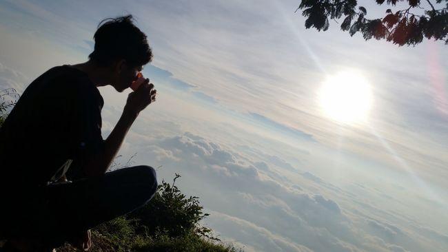Enjoy the sunrise above the clouds Hello World Gunungsumbing Mtsumbing