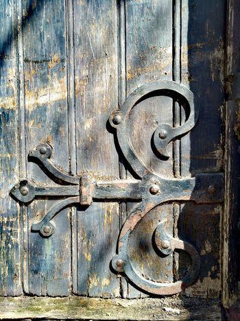 Wood - Material EyeEmNewHere Old Pic  Doorway Porte Metalwork Old Metal GoaLife Ironwork  Iron - Old Iron Door Wrought Iron Design Wrought Iron Gates Wrought Iron Art No People Wrought-iron Work Wooden Texture