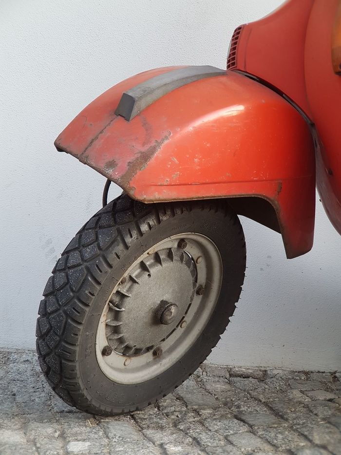 Transportation Wheel Land Vehicle Road Vehicle Breakdown Background Cover Leisure Activity Leisure Time Holiday Motorbike Motorcycle Scooter Scooters Old Scooter Roller Vespa Vintage Scooter Vintage Vespa Traveling Travel Photography On The Road Parking Activity Lifestyle