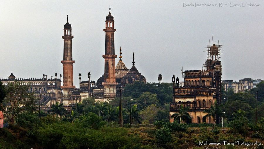 Bada Imambara is one of the oldest monument of Lucknow and is one of the best example of Nawabi Architecture