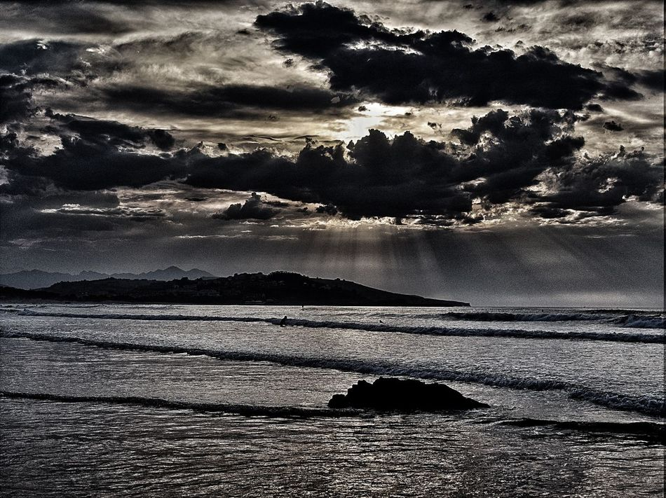 Black clouds at Playa de Merón, San Vicente de la Barquera, Cantabria, Spain. Beach Beauty In Nature Blackclouds Calm Cantabria Cloud Cloud - Sky Cloudscape Dramatic Sky España Ocean Olympus Olympus OM-D EM-1 OM-D Sanvicentedelabarquera Scenics Sea Seascape Sky SPAIN Sunbeam Tranquil Scene Tranquility Water Wave
