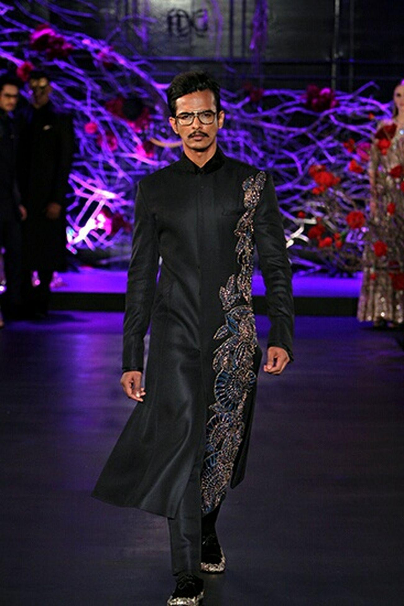 Designer - Manish Malhotra 'The Empress Story' Amazonindiacoutureweek AICW2015 Manish Malhotra Designer  Sunnykamble Fashion Mensfashion Model