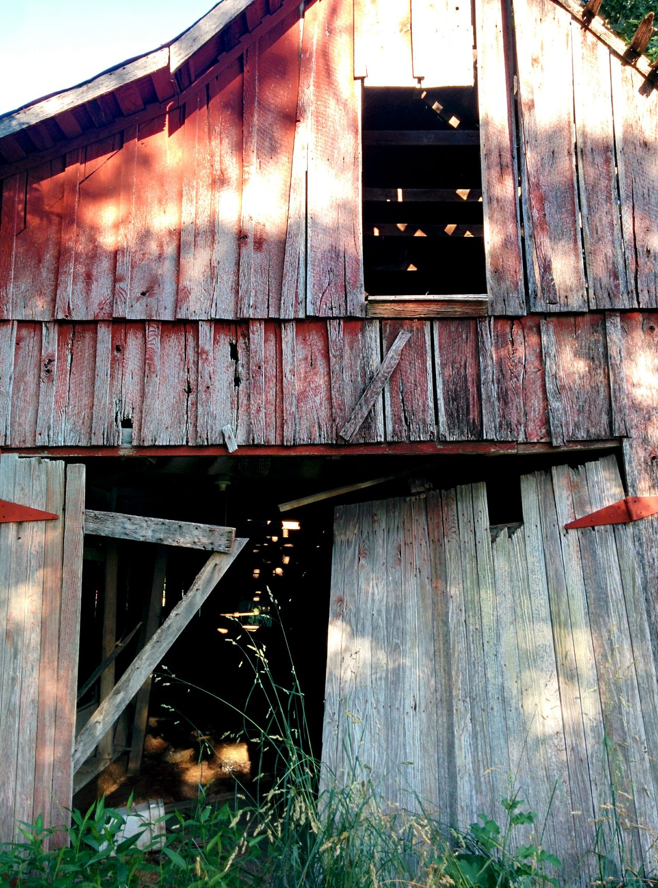Abandoned Barn Rural Scenes Rural Decay Rural Exploration Red Barn Playing With The Light