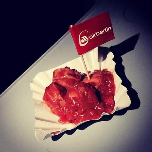 Kostenlose #ITBBerlin-#Currywurst von Sansibar an Bord von airberlin. Danke. Airlinemeals Itbberlin Food Essen Tasting Currywurst Airberlin Foodporn Str Boing Instafood Txl Verkostung Sansibar Foodkoma Skyfood