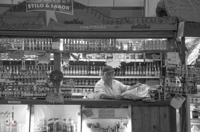 Fotografiaderua Streetphotography Fotodocumental Documentaryphotography Pretoebranco Pb Pessoas Personagens Arteurbana Photoart Olharnatural Vitaonatureza Victornatureza Poeticadacidade