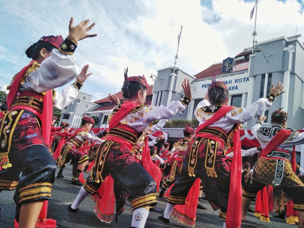HBD SURABAYA 724 Celebration Dance Photography Traditional Festival Performance INDONESIA Dancers Streetphotograph Xiaomi