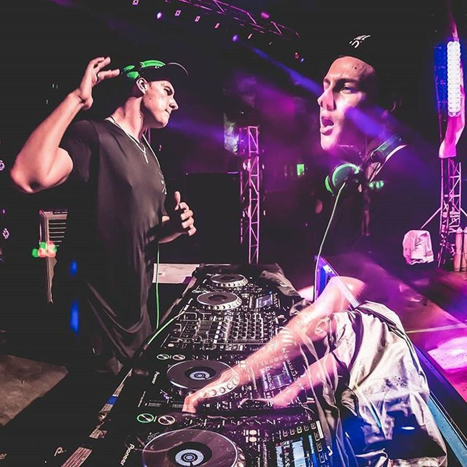 I still remember being with awesome chap @uberjakd on the limo otw to Mysteriousworld2014 . And tonight he's here at @zouksingapore. One of my fav bounce artiste! Melbourbebounce Melbourne BOUNCE Uberjackd Zouk Singapore Zouksingapore