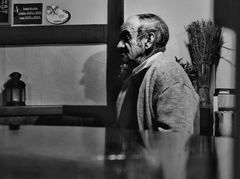 Extremadura Extremadurafotos TheWeekOnEyeEM Streetphotographer Peoplephotography Take Photos Fujifilm_xseries Showcase April Fujifilm Street Photography Streetphotography Streetphoto Photographer B&w Street Photography Black And White Blackandwhite Streetphoto_bw Blanco Y Negro