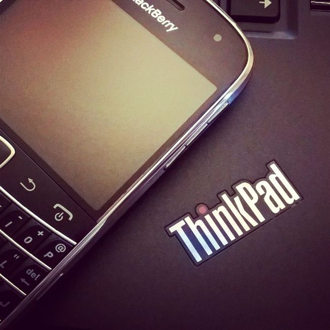 Old School Business Setup Blackberry & ThinkPad Blackberrybold Blackberry9900 Lenovothinkpad Lenovo X1carbon EDC