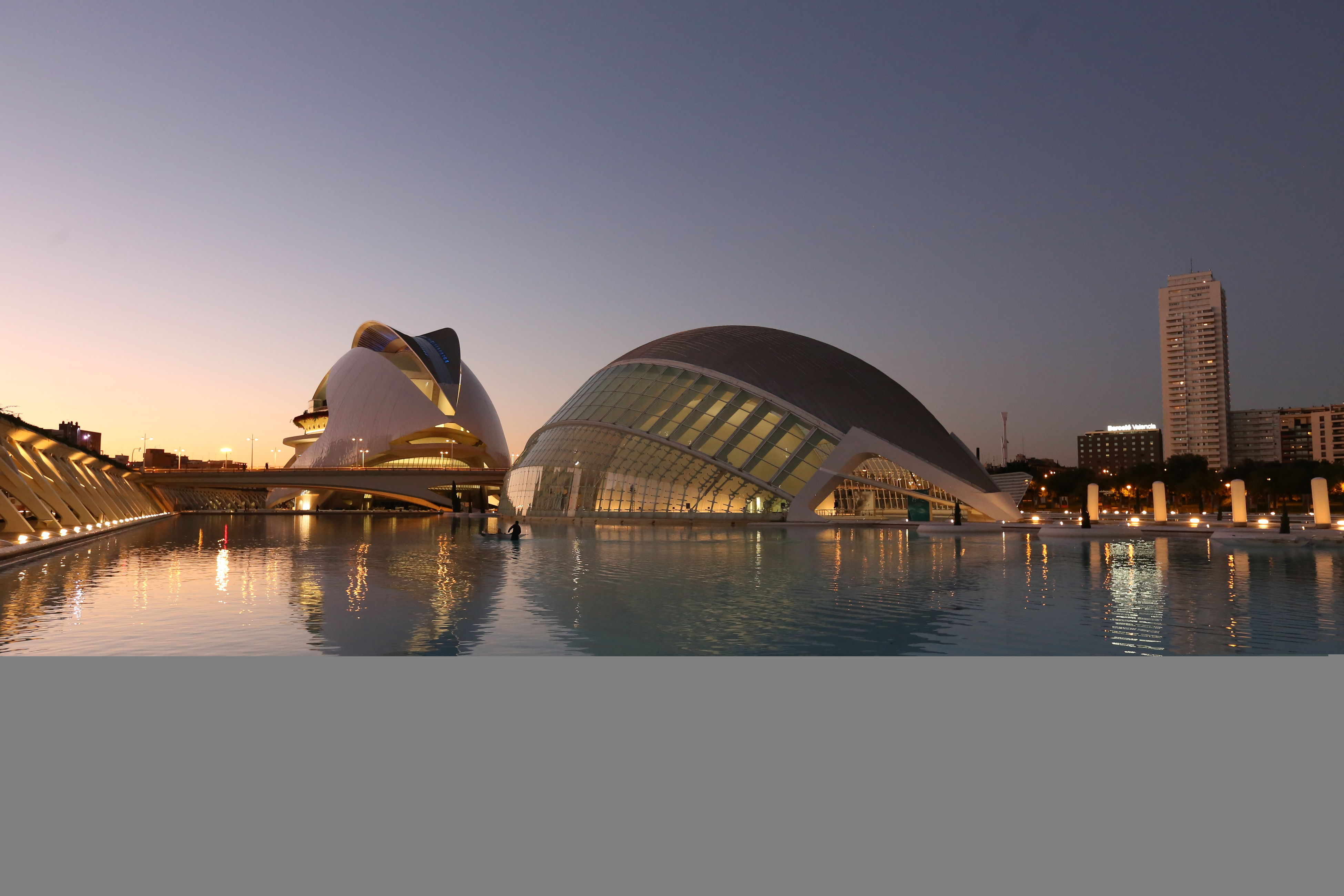 well last week in spain i grabed my camera and went out to shoot .. love the nite #Valencia#pies Architecture Blue Hour Europe Modern Spacy Sunset Water Reflections